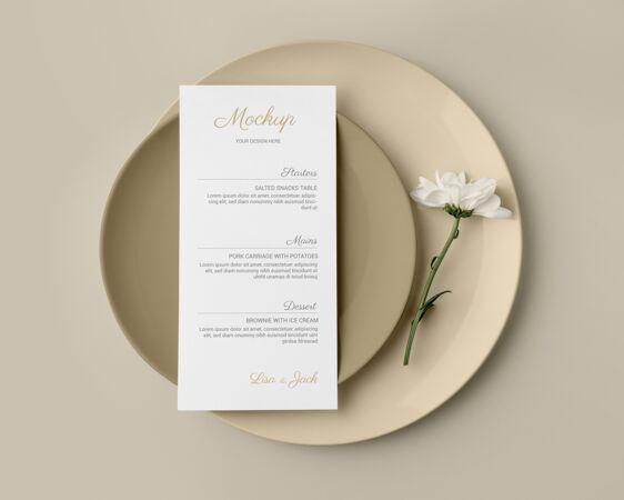餐桌布置顶视图 带弹簧菜单模型和盘子